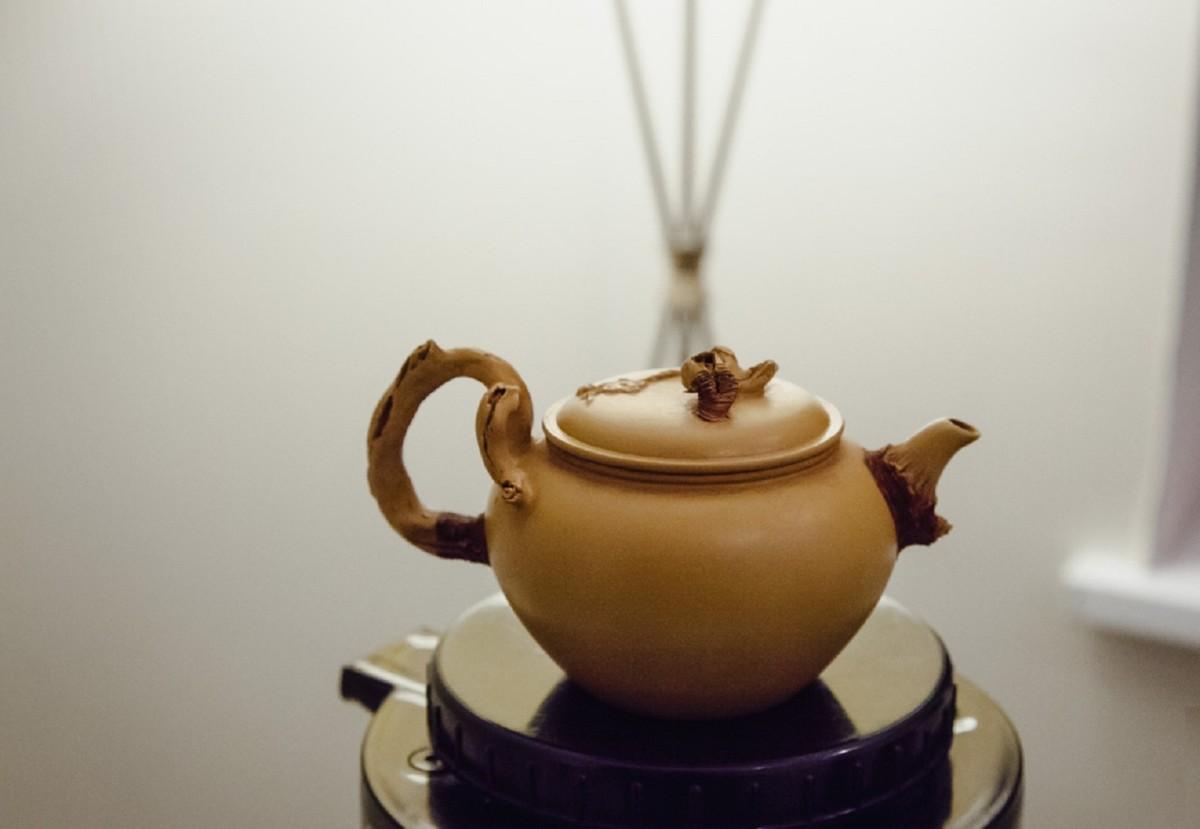 Подготовка чайника для заваривания чая