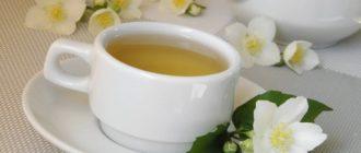 Чашка с зеленым жасминовым чаем