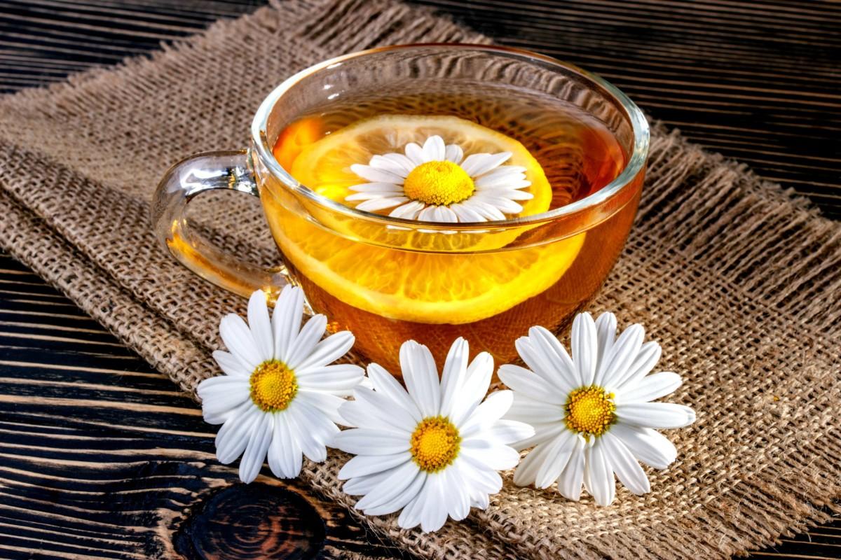 Картинка ромашковый чай помогает только если его выльешь