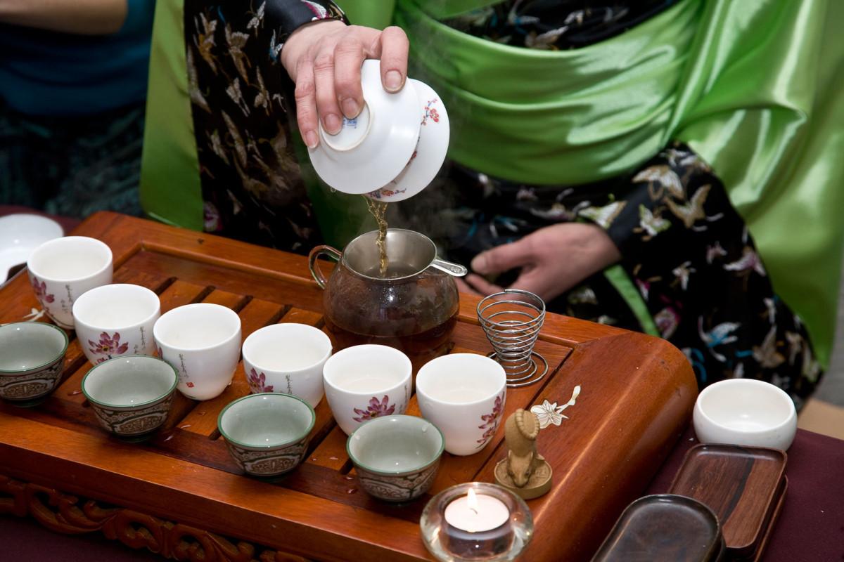 Разливание чая