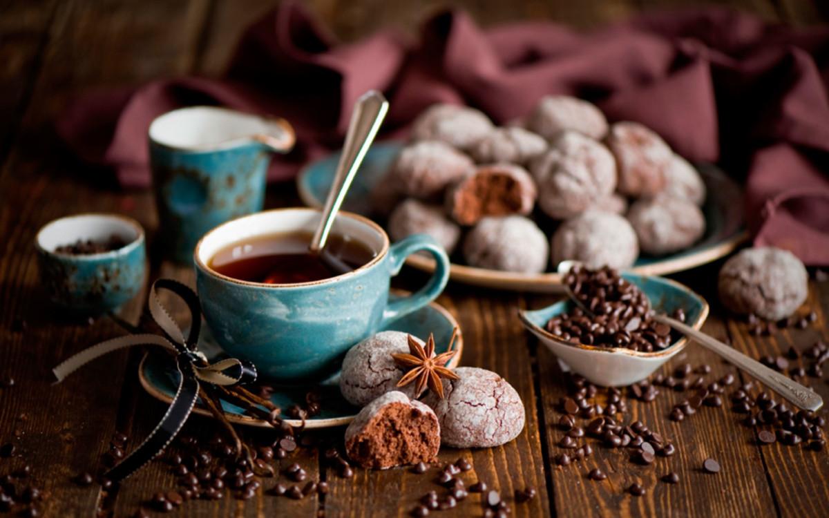 Синяя чашка с чаем