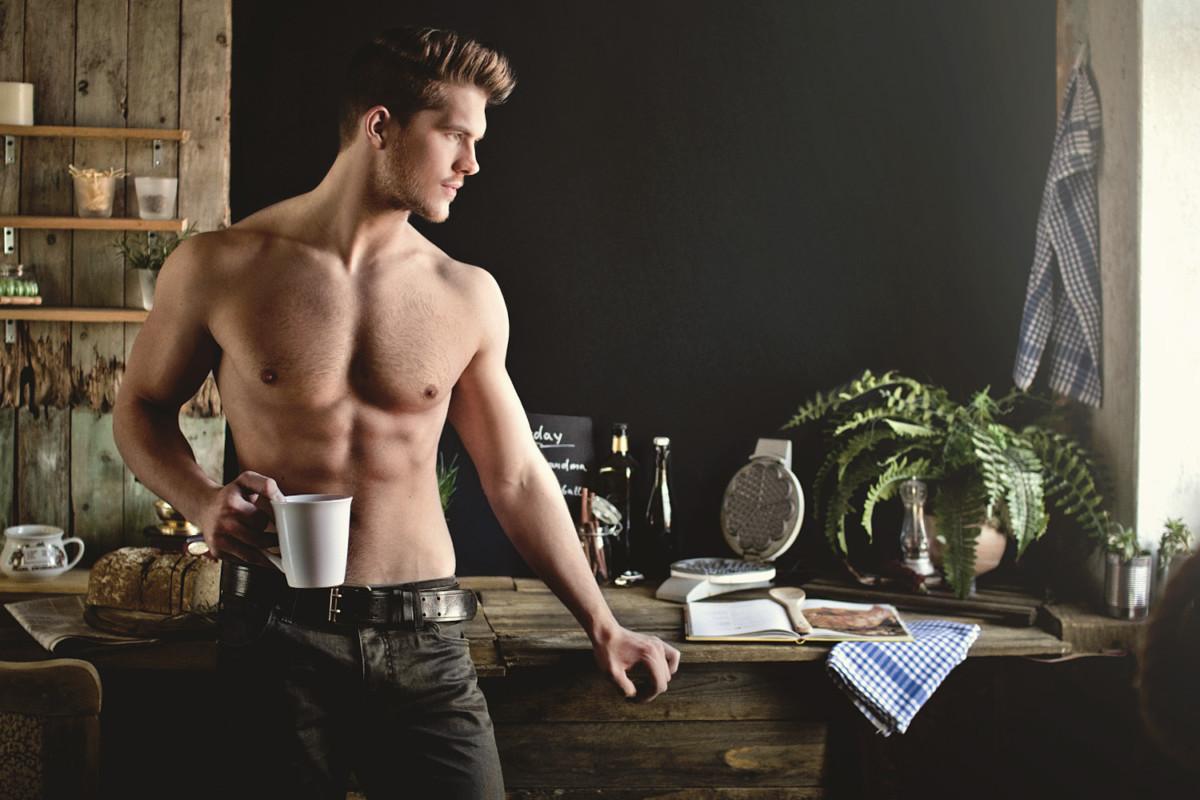Сексопатологи рекомендуют пить чай каркаде мужчинам для повышения сексуальных влечений