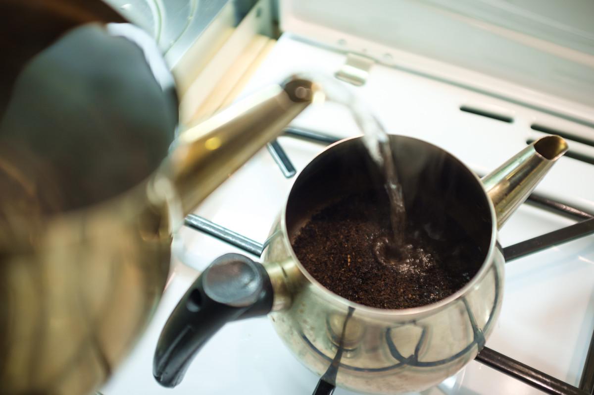 Поскольку турецкий чай нельзя кипятить повторно, он всегда подается свежим