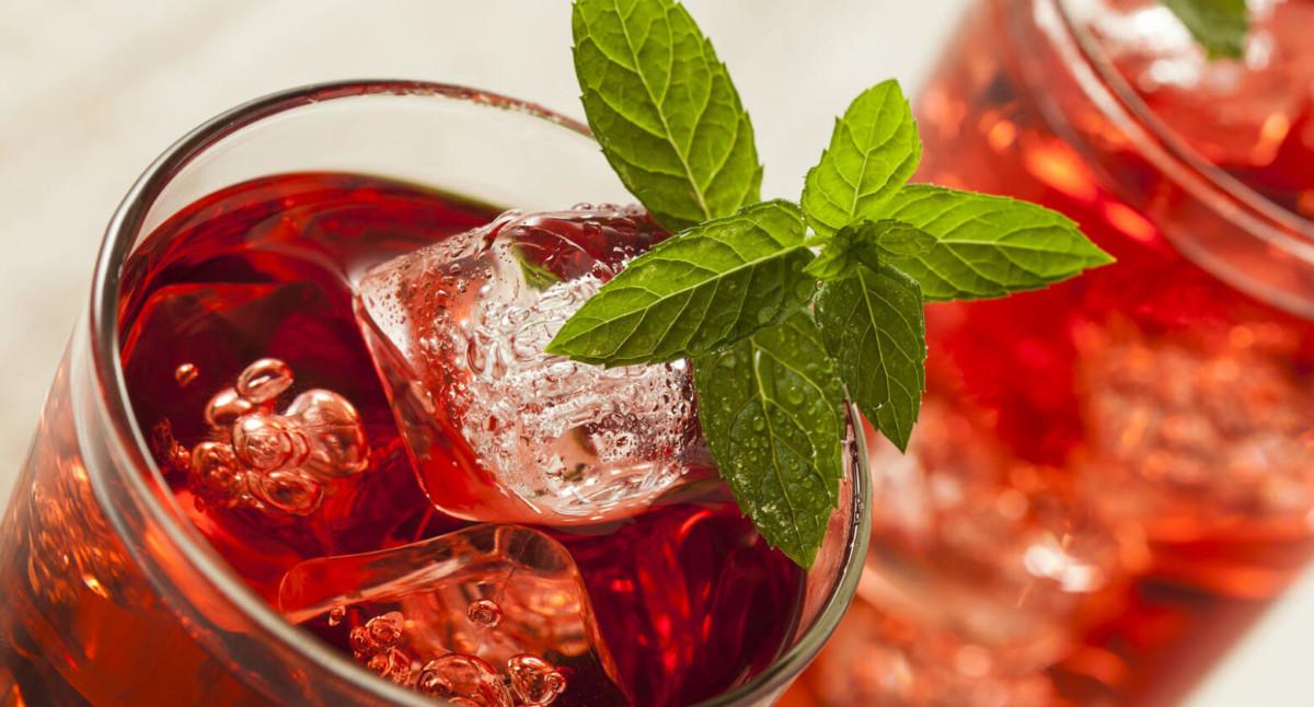 Суданская роза является очень вкусным и приятным напитком как в горячем, так и в холодном виде