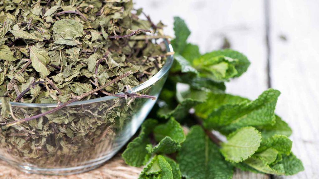 Хорошо добавлять мяту и в любые другие чаи и травяные сборы