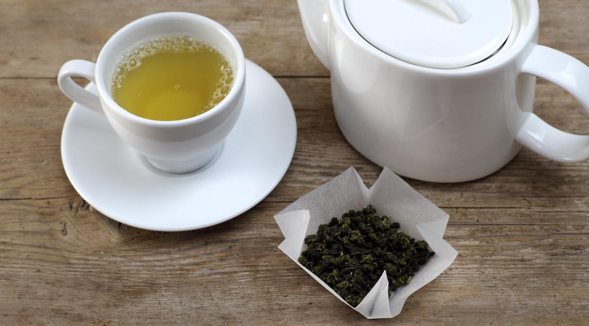 Полезные свойства и противопоказания напитка сильнее, чем у некоторых других видов чая, ввиду его специфической обработки