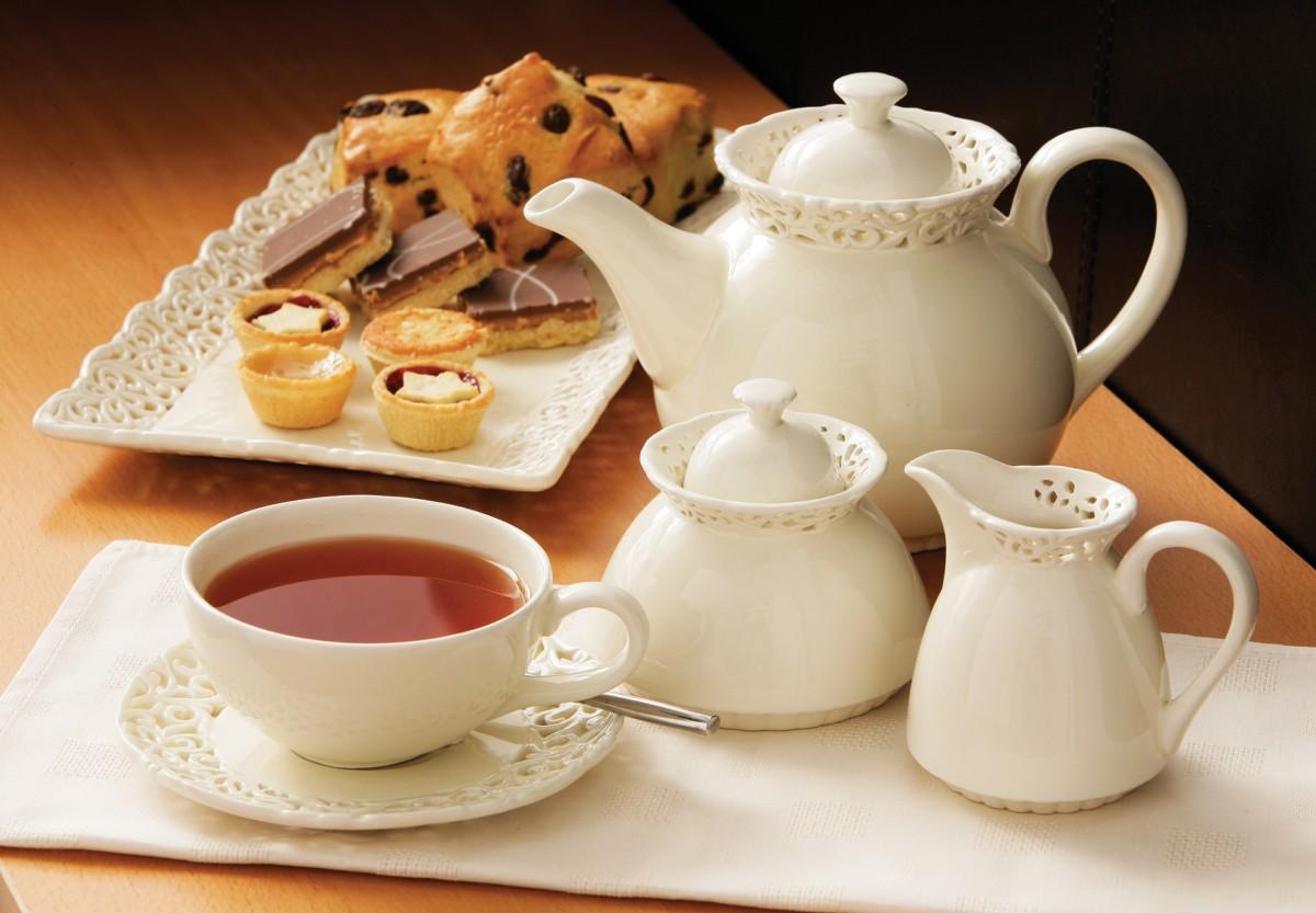 В процессе чаепития можно предложить небольшие десерты и закуски
