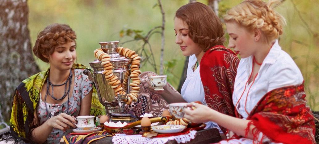 Попивая чай можно поделиться своими горестями и радостями жизни
