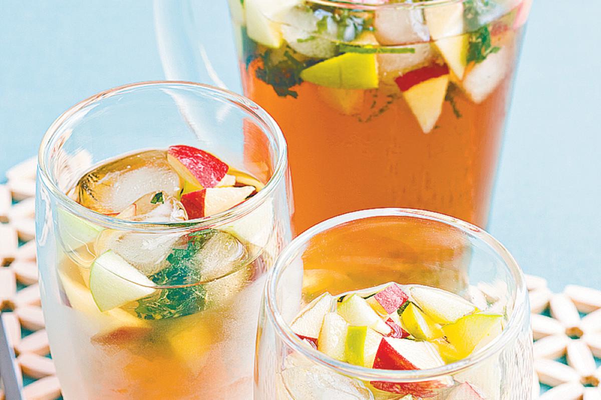 Правильно приготовленный холодный чай, оказывает благотворное воздействие на организм человека