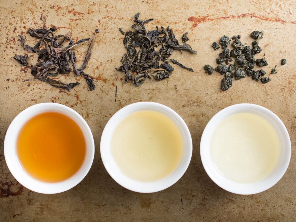 Вкус и цвет чая зависит от процесса ферментации листьев