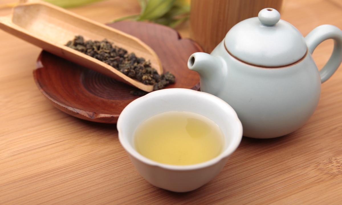 Для заваривания чая вам понадобится, как минимум, чайник и чашка