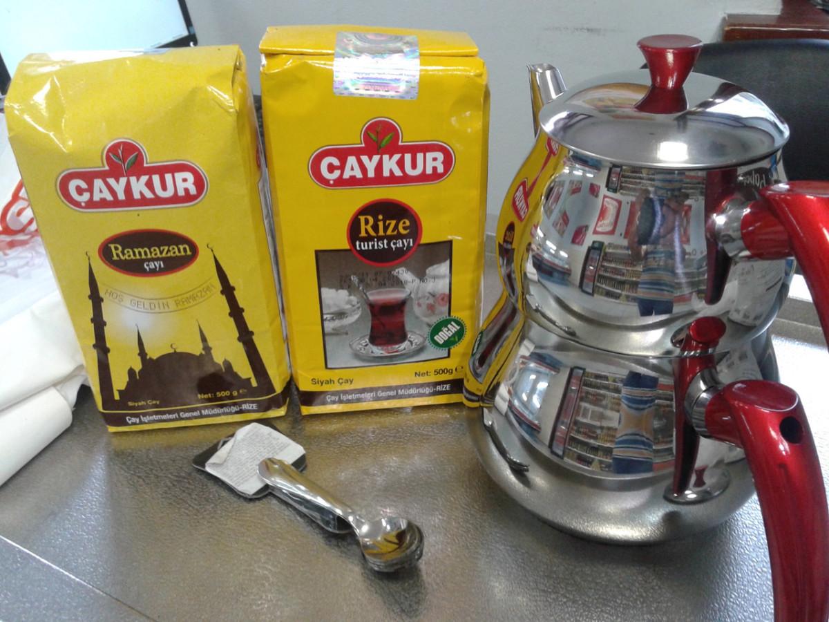Турецкий чай готовят исключительно в двухуровневых заварниках