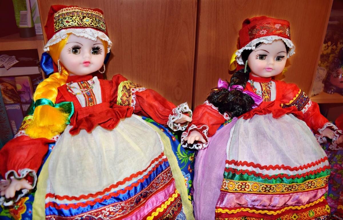 Красивые грелки-куклы надевались на самовар в процессе ожидания заваривания