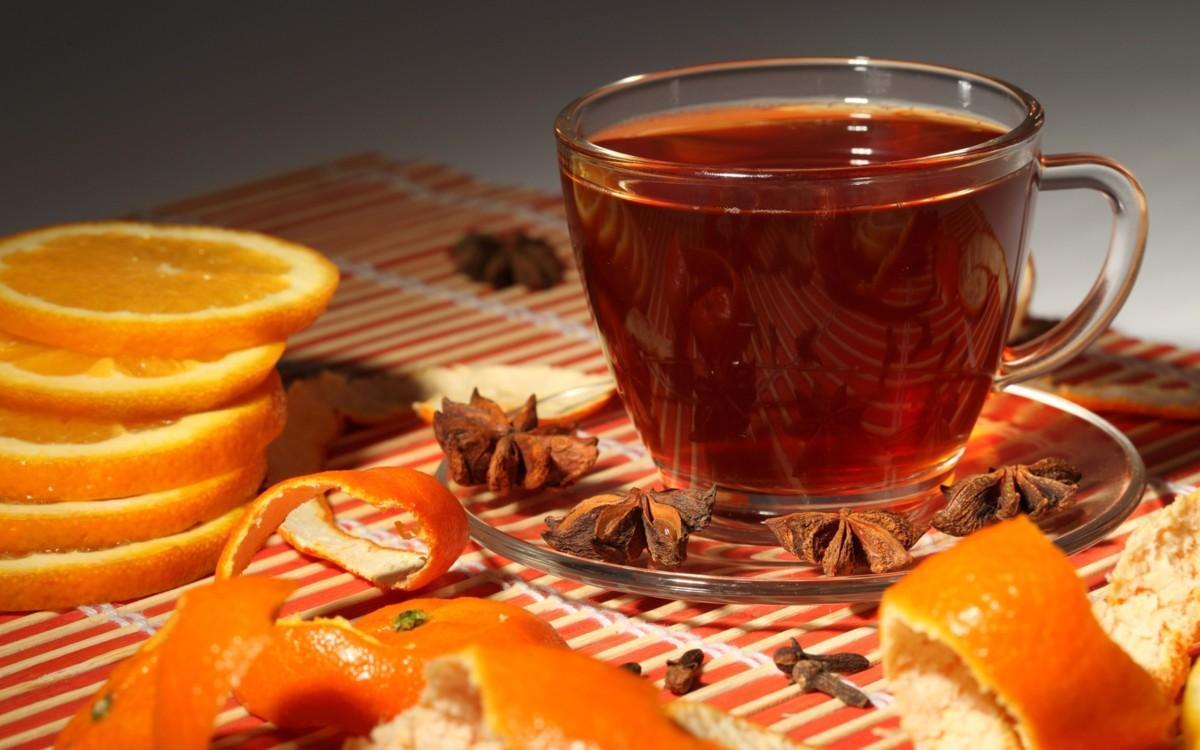 Черный имбирный чай помогает при головной боли