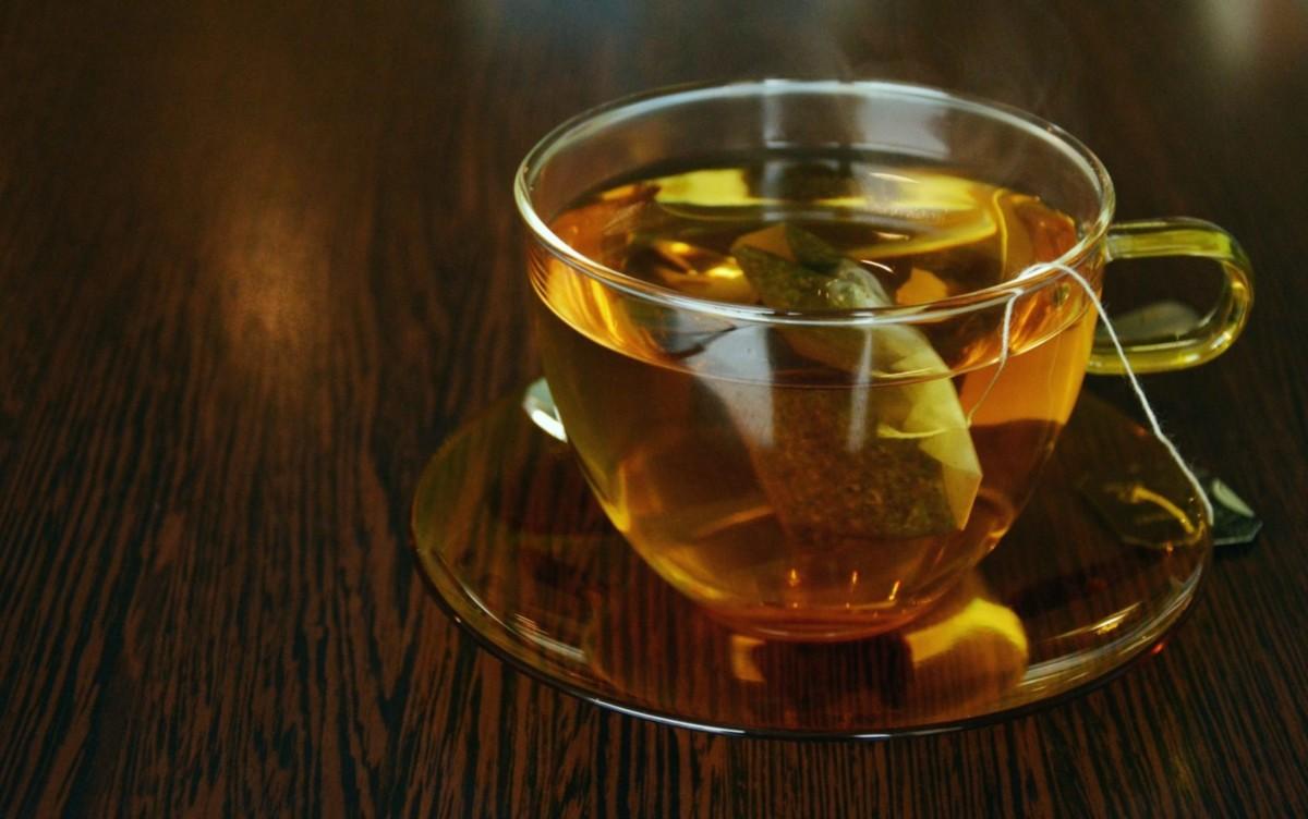 Чашка чая с пакетиком