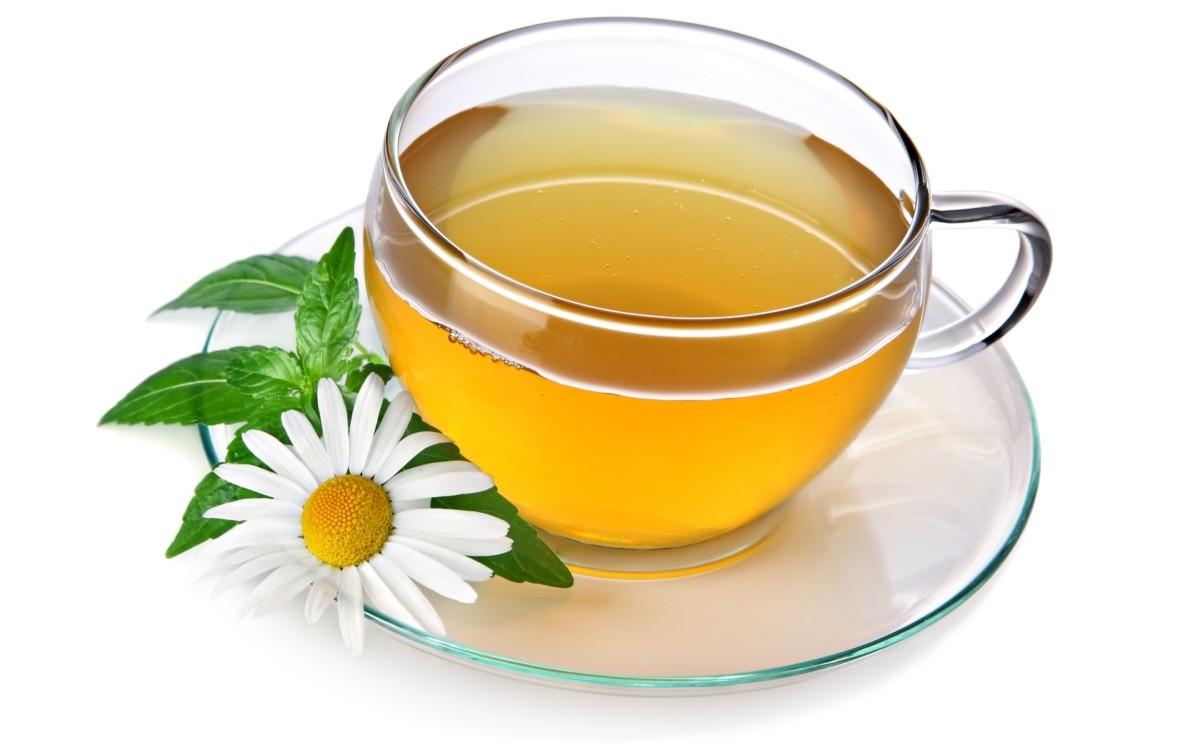 Чай и цветок ромашки