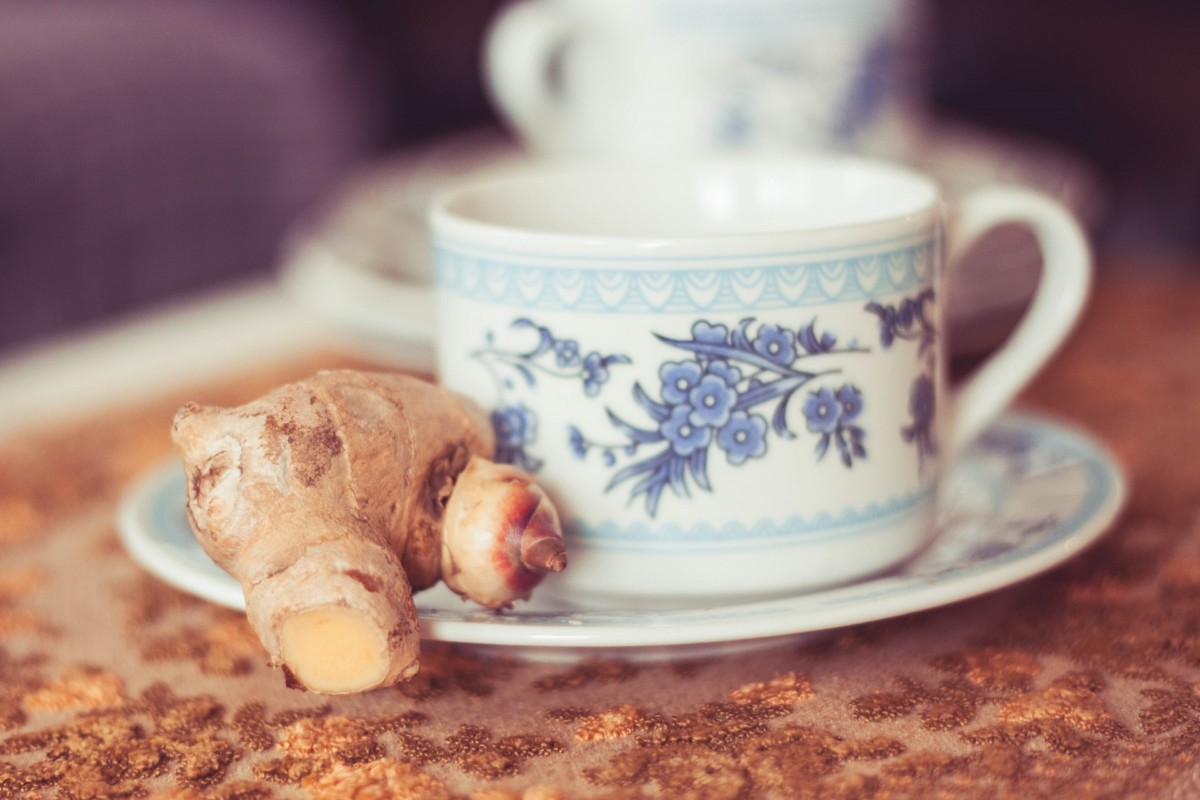 Имбирно-чесночный чай обладает острым и терпким вкусом