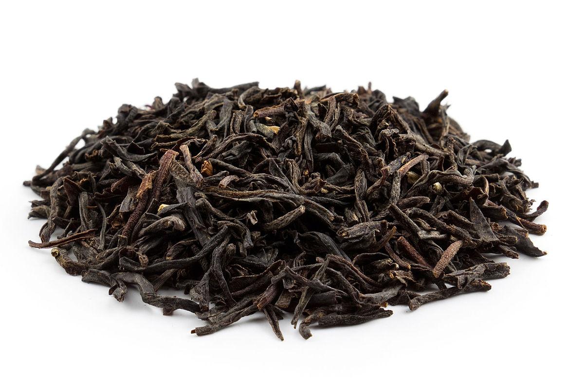 Чайные листья просушивают и ферментируют