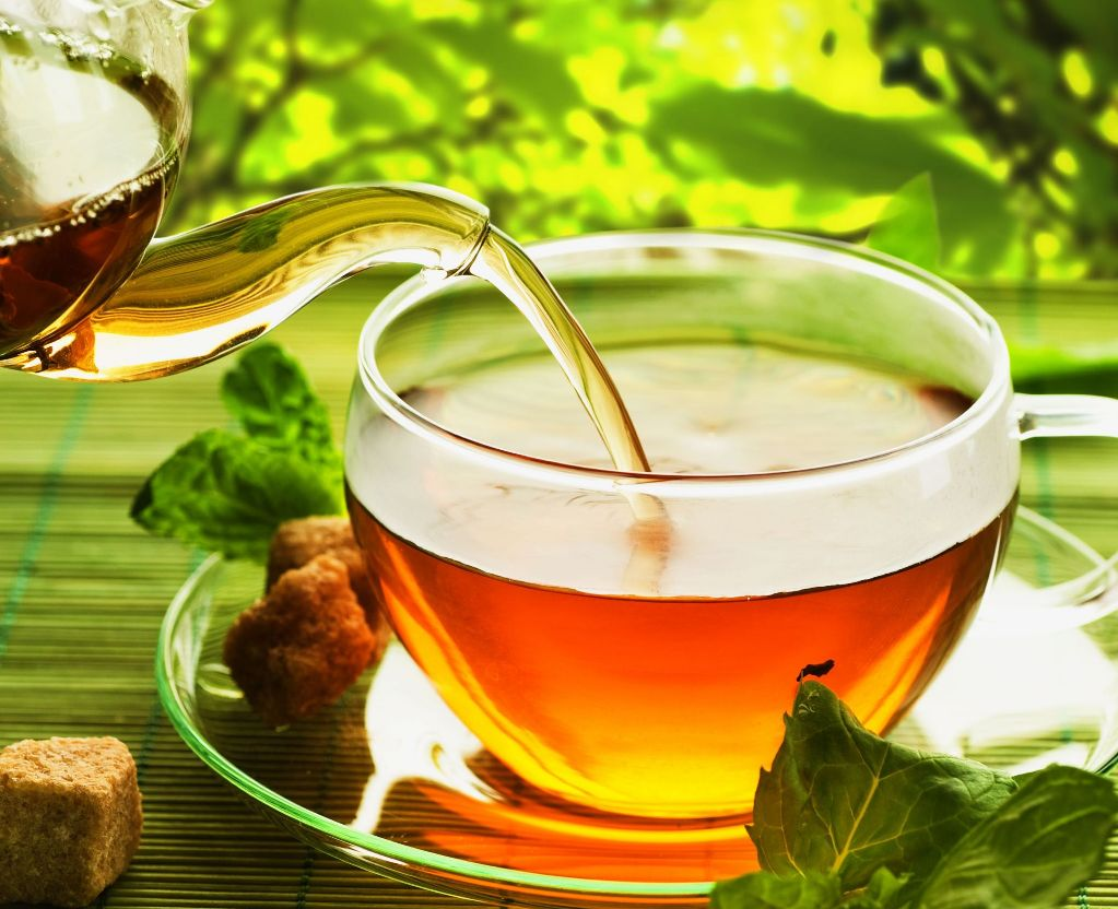 Классический чай готовится из листьев базилика и кипятка
