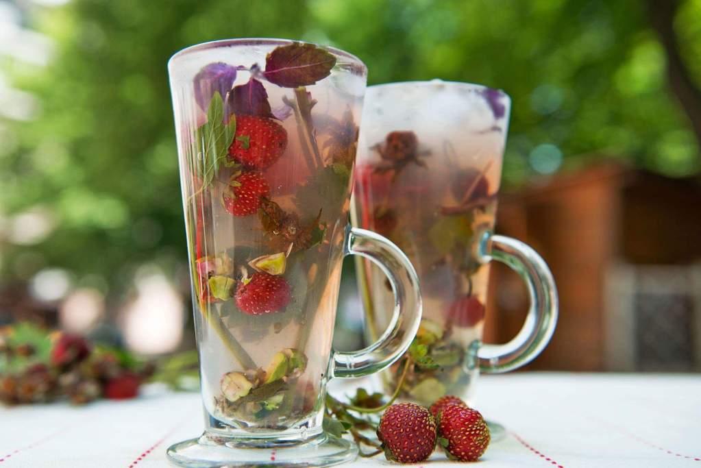 Холодный чай с базиликом насытит организм витаминами и микроэлементами