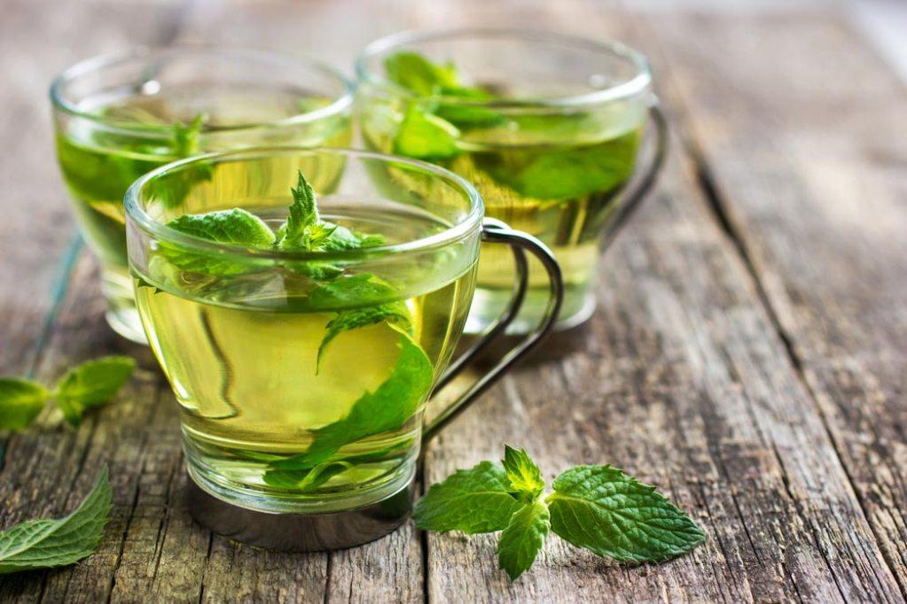 Чай с травами благоприятно влияет на работу внутренних органов