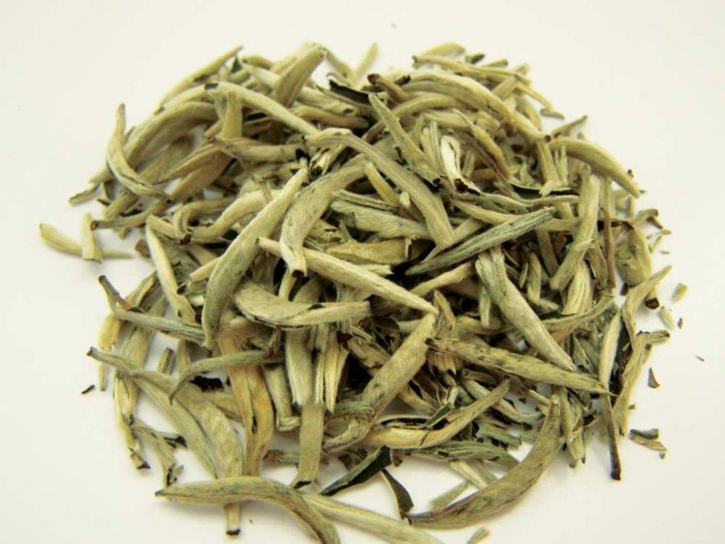 Несмотря на простую технологию производства белый чай бывает разных сортов