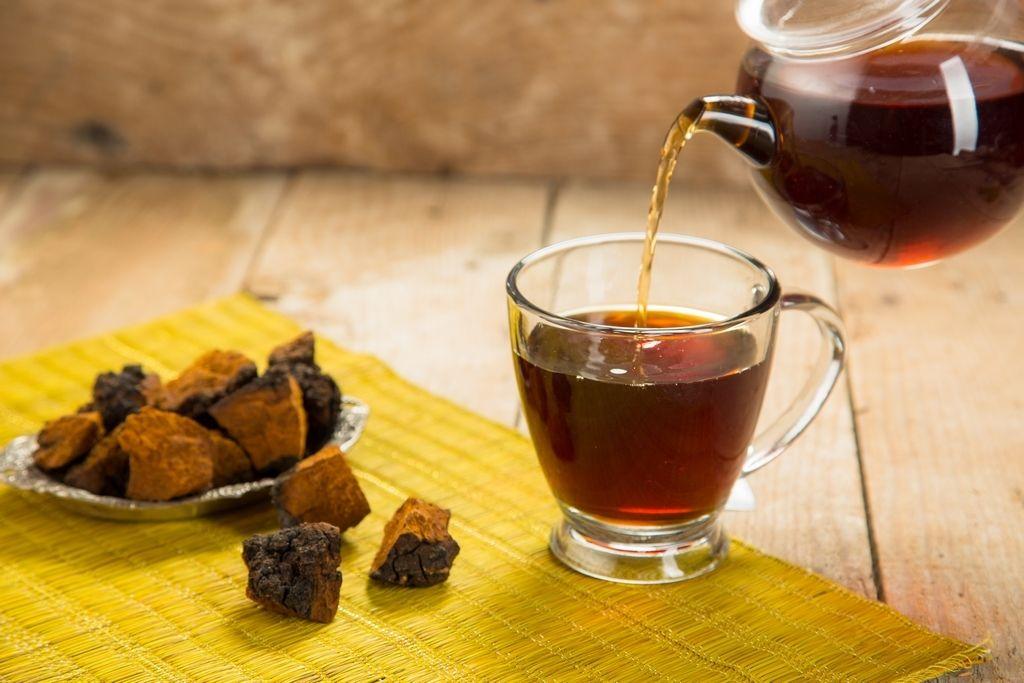 Чтобы напиток из чаги был максимально полезным для организма, его нужно настоять несколько суток
