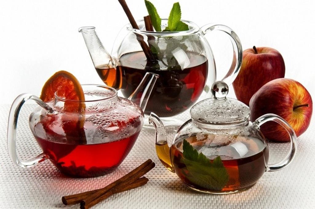 Каркаде с корицей и апельсином, именно этот напиток хорошо подходит для осенних и зимних вечеров