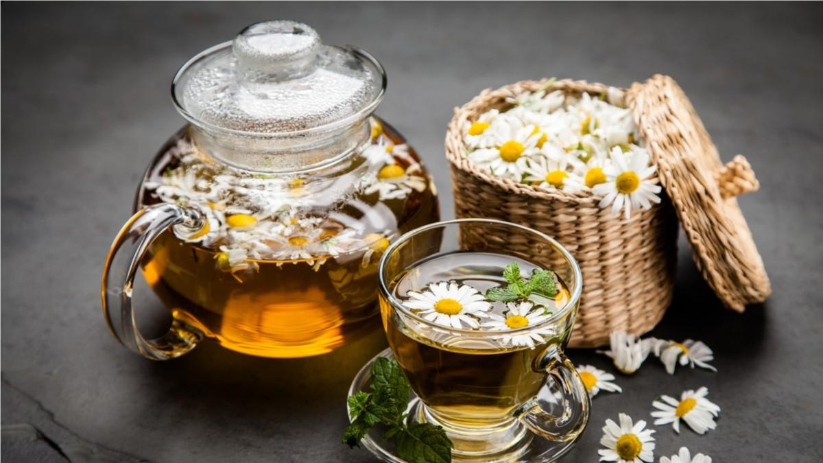 Можно ли пить ромашку как чай: полезные свойства, противопоказания, рецепт