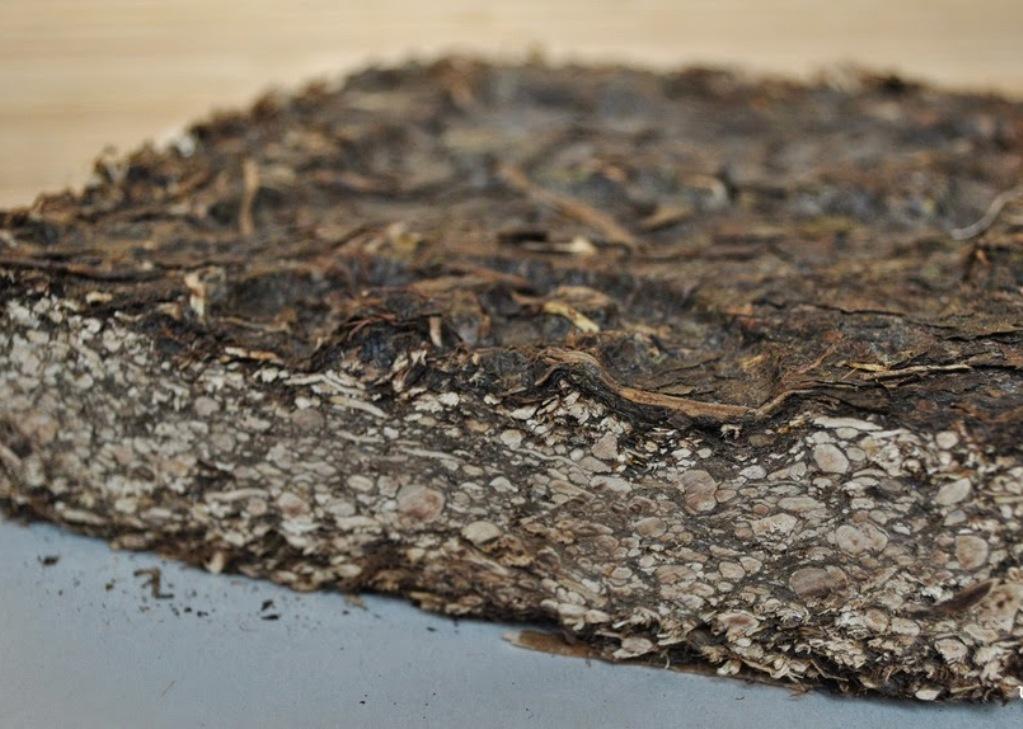 В магазинах можно найти плиточный прессованный вариант калмыцкого чая