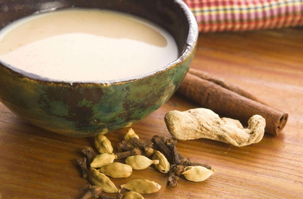 В приготовленный по классическому рецепту напиток можно добавить корицу, анис или кардамон