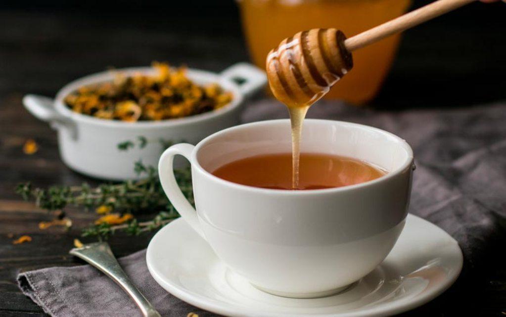 Можно ли пить мед с горячим чаем