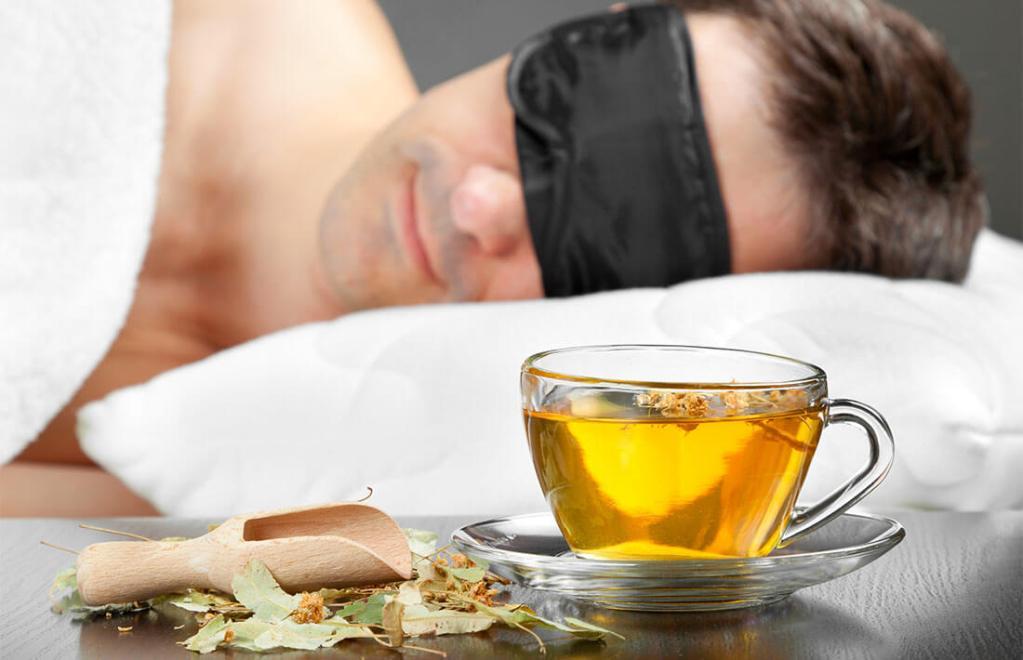 На ночь рекомендуется пить чай из успокаивающих трав