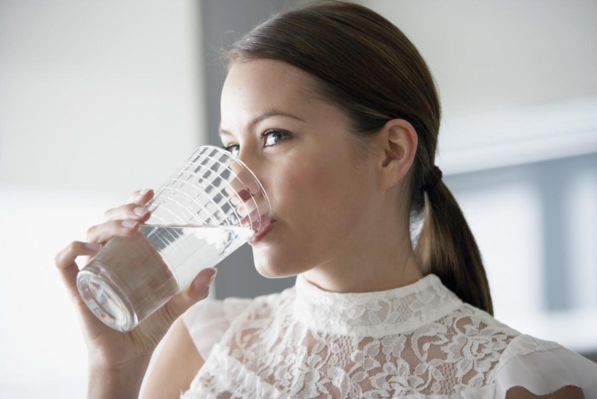 Перед анализом на уровень глюкозы чай заменяют на воду