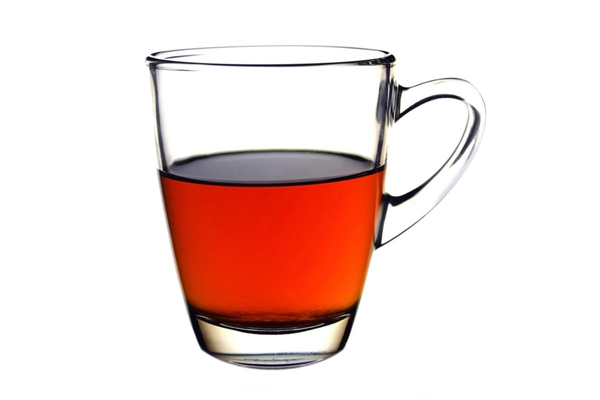 Перед сдачей крови донорам желательно выпить немного чая