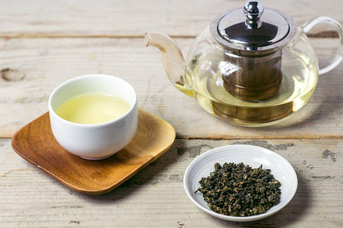 Витамины, антиоксиданты и другие полезные вещества, которые содержатся в чае, могут уберечь от развития сердечно-сосудистых заболеваний и сахарного диабета