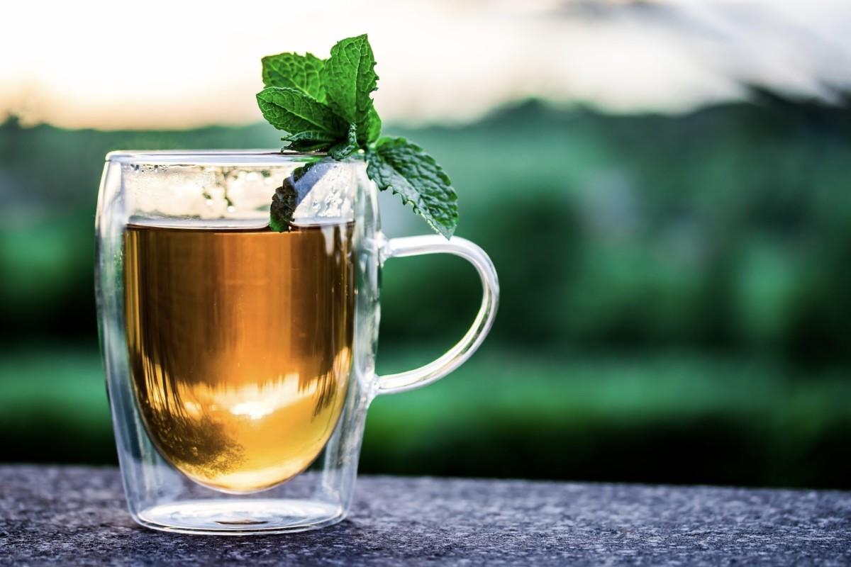 Травяной чай при регулярном употреблении улучшает обмен веществ