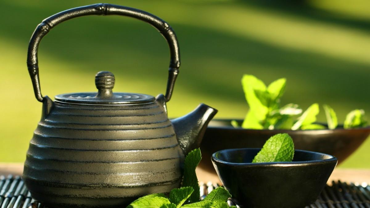 Вкус чая лучше раскрывается в фарфоровой посуде
