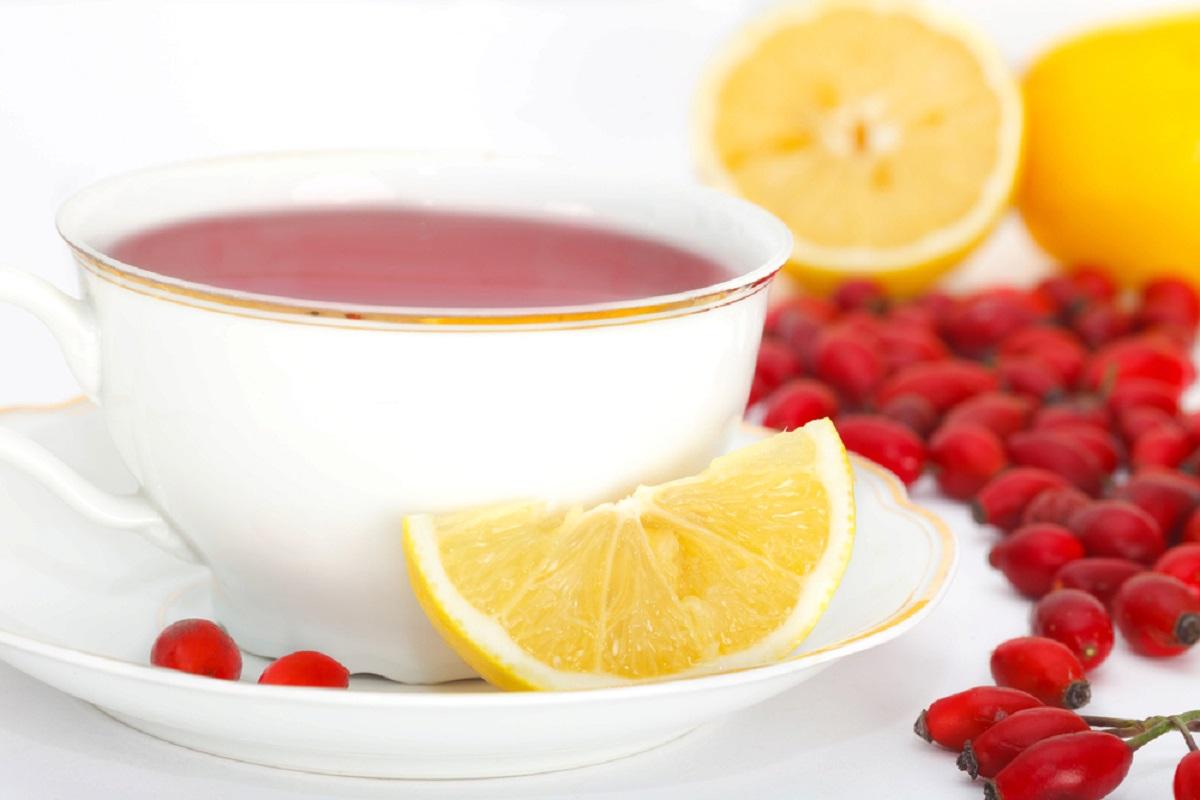 Добавление лимона поможет приготовить мощный витаминный коктейль