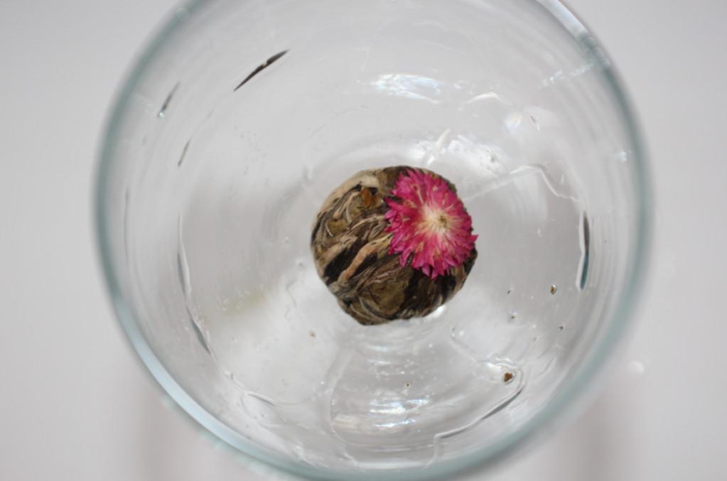 Листья лотоса оказывают противовоспалительное и успокаивающее действие